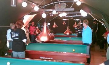 Waddentoernooi 2006 waar er gebiljart werd in een tent.